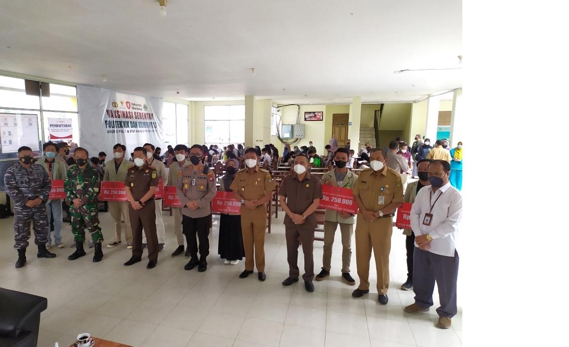 Kolaborasi Vaksinasi Merdeka Politap Persembahan Ketapang Untuk Indonesia
